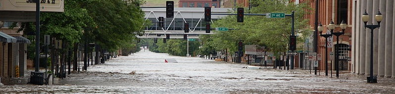 800px-Flooding_downtown_Cedar_Rapids_Iowa